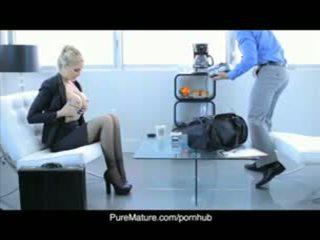 Puremature julia anns यौन व्यापार मिलना