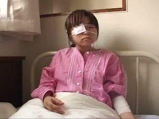 Молодий японська шльондра з ruptured титьки і анал injury