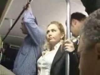 Seksualu blondinė mergaitė tvirkinti į autobusas