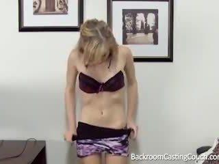 Barely prawny anal & wytrysk casting