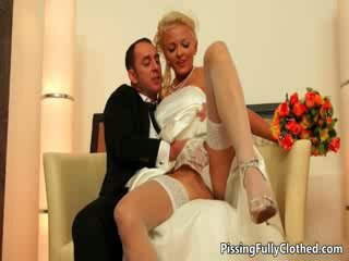 Excitat blonda mireasa gets ei pasarica sucked