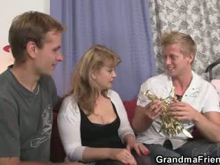 Cocksucking κυρία καβάλημα καβλί στο ίδιο χρόνος