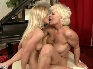 Heet en sexy tiener meisje lesbisch seks video's