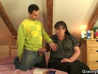 Perempuan tua bet: besar buah dada besar perempuan tua apaan muda laki-laki.