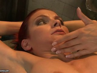 Mandy šviesus fingered didelis a constrained smut kalė