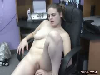 blondie bitch Danni relieves tension in office