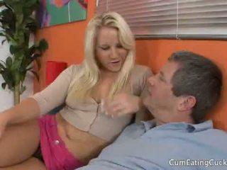 কাম eating cuckolds: সাদা kimmy olsen cuckolds তার boyfriend চোদা অন্য dude