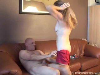 Гаряча краля gets the старий пеніс глибоко в її манда