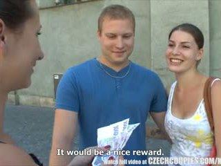 Čehinje couples mlada par takes denar za javno četvorček