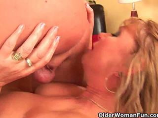 角质 奶奶 gets 她的 的阴户 fisted 由 guy 一半 她的 年龄