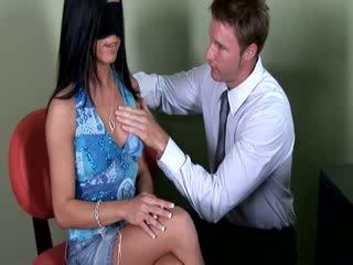 Eva ellington has expirimental procedure form her künti doktor