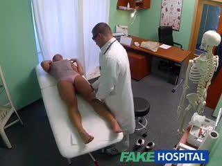 Fakehospital নোংরা মিলফ যৌন addict gets হার্ডকোর দ্বারা ঐ ডাক্তার যখন তার স্বামী waits