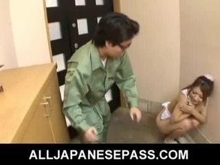 חם צעיר יפני חתיכה hibiki ohtsuki gives מציצות