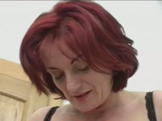 Orang berambut pirang granny-beauty anal di stairs