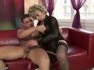 בוגר בלונדינית enjoys קשה סקס