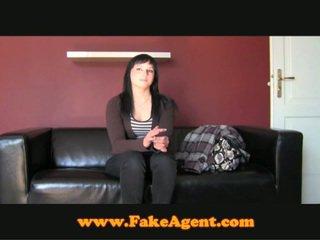 Fake gjutning agent snags en fin fan