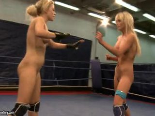 Laura kryštál a michelle soaked fighting stripped