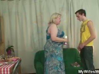 زوجة finds لها رجل سخيف كبير جدة