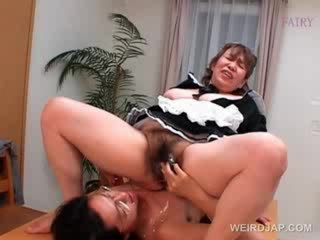 Mature asian slut gets cunt vibed in close-up