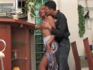 ロシア 熟女 娼婦 seduces, fucks と moans