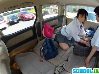 Japonais écolière banged en une parking lot
