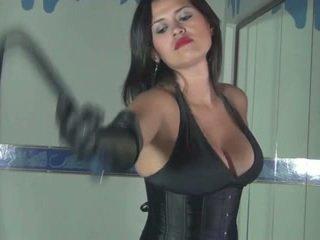Kalinda whipping amusement para um sadistic princesa