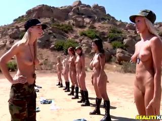 Breanne benson 과 그녀의 10 gfs 에 레즈비언 군대