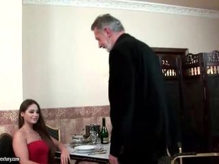 Cathy heaven enjoys סקס עם ישן אדם