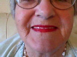 Senelė puts apie jos lūpdažis tada sucks jaunas varpa video