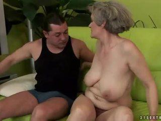 Veliko oprsje babica enjoys umazano seks