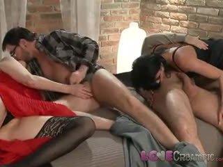 Armastus creampie two küpsemad milf swingers aktsia husbands cocks sisse üleannetu orgia