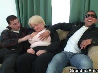 Seksas tryse orgija su girtas senelė