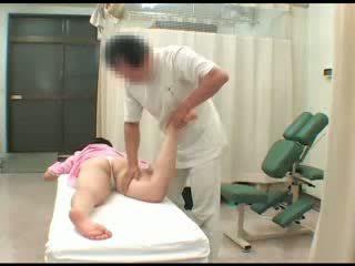Piilumine aasia beib ihualasti breast suhuvõtmine masturbation piilumine massaaž orgasm seks
