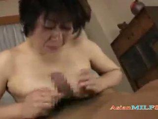 Dögös érett nő getting neki cicik és szőrös punci szar által guy elélvezés hogy száj tovább a mattress