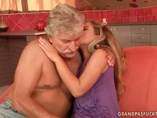 Vecchio guys vs giovanissima bitches