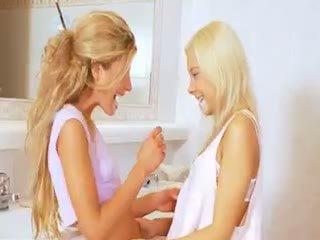 Extreme 19yo Blonde Lezzies Eating