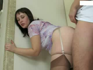 Reif hausfrau fucks jung repairman video