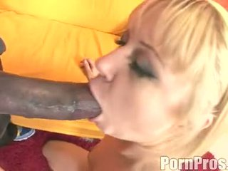 Golden haired wench aaralyn barra receives her mouth ripped by a bilingüe jago