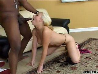 Hawt blondt adrianna nicole kveling en massiv svart meat