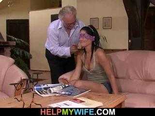 Vicious hustru gets körd i främre av henne makens