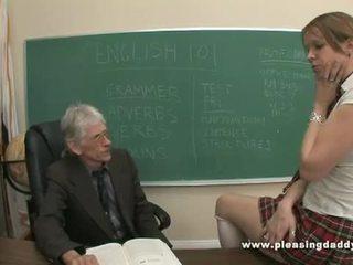 Молодий школярка трахкав по її старий вчитель