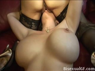 Bisexual GF: Mature lesbians go down on each other