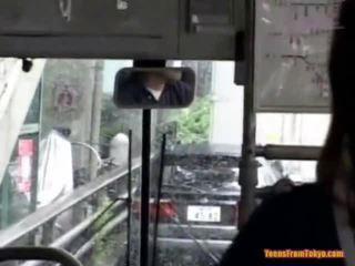 Shpim në the publike autobuz
