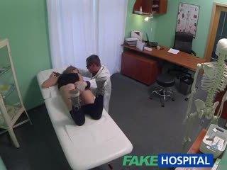 Fakehospital lékař creampies horký atletický studentská s úžasný tělo