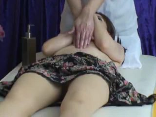 Spycam reluctant aýaly seduced by masseur 2