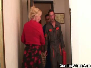 Cazzo affamato mamma jumps su suo figlio onto legge