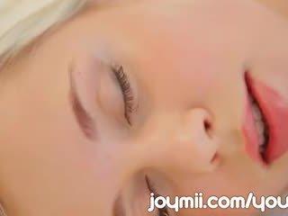 Dido ангел luxuriously lounges и masturbates трогателен тя млад путка