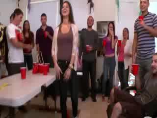 Alexis fawx helps amateurs erhalten flittchen auf bei hochschule party