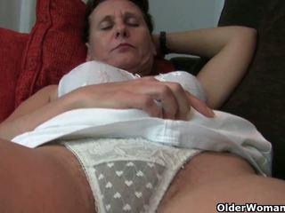 Oma mit haarig muschi und armpits needs relief