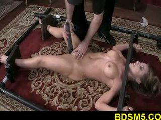 Didelis zylė blondinė athena strapped ir kojos tied